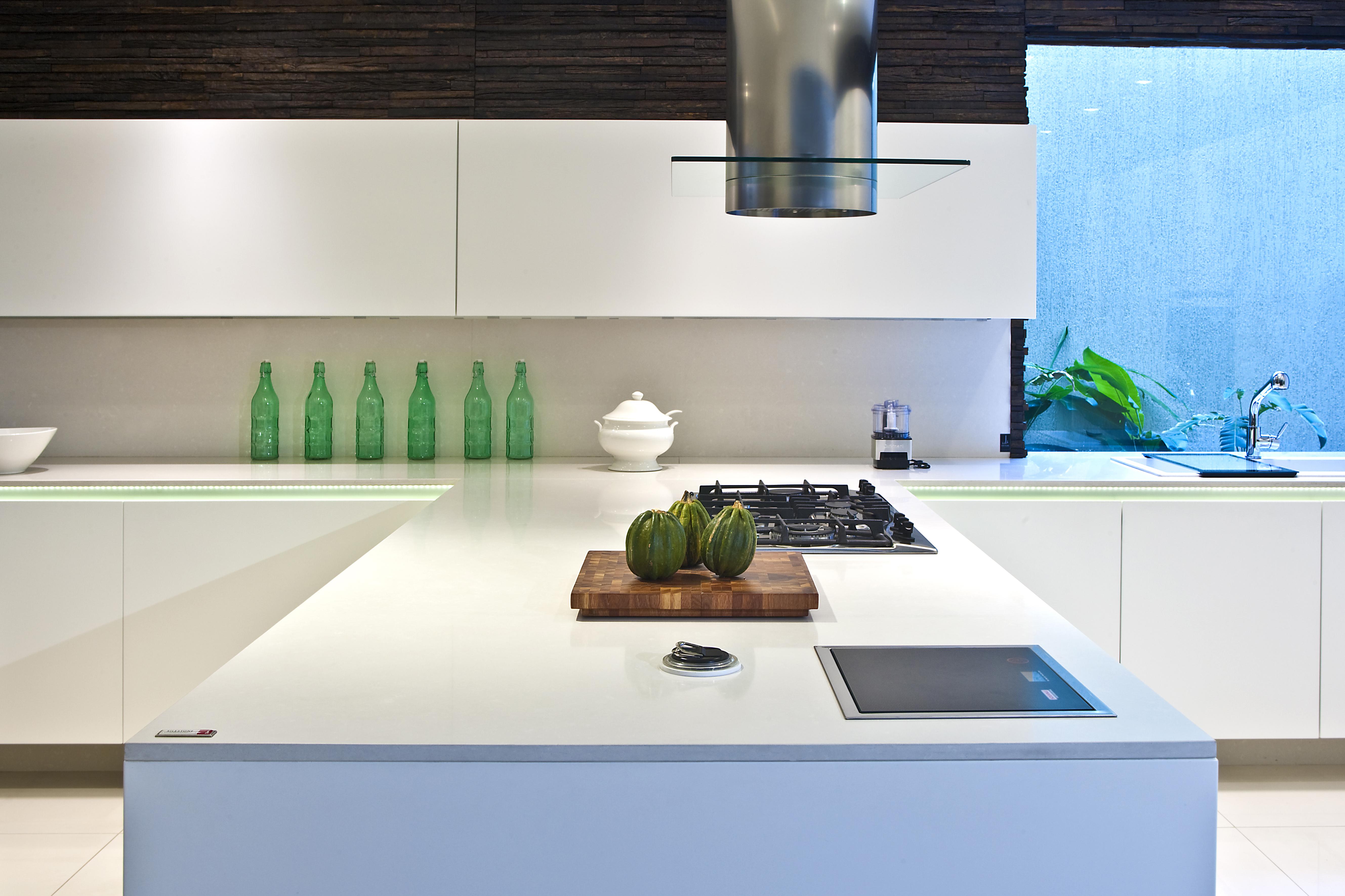 Silestone y blanco una combinaci n perfecta y segura - Cocinas de silestone ...