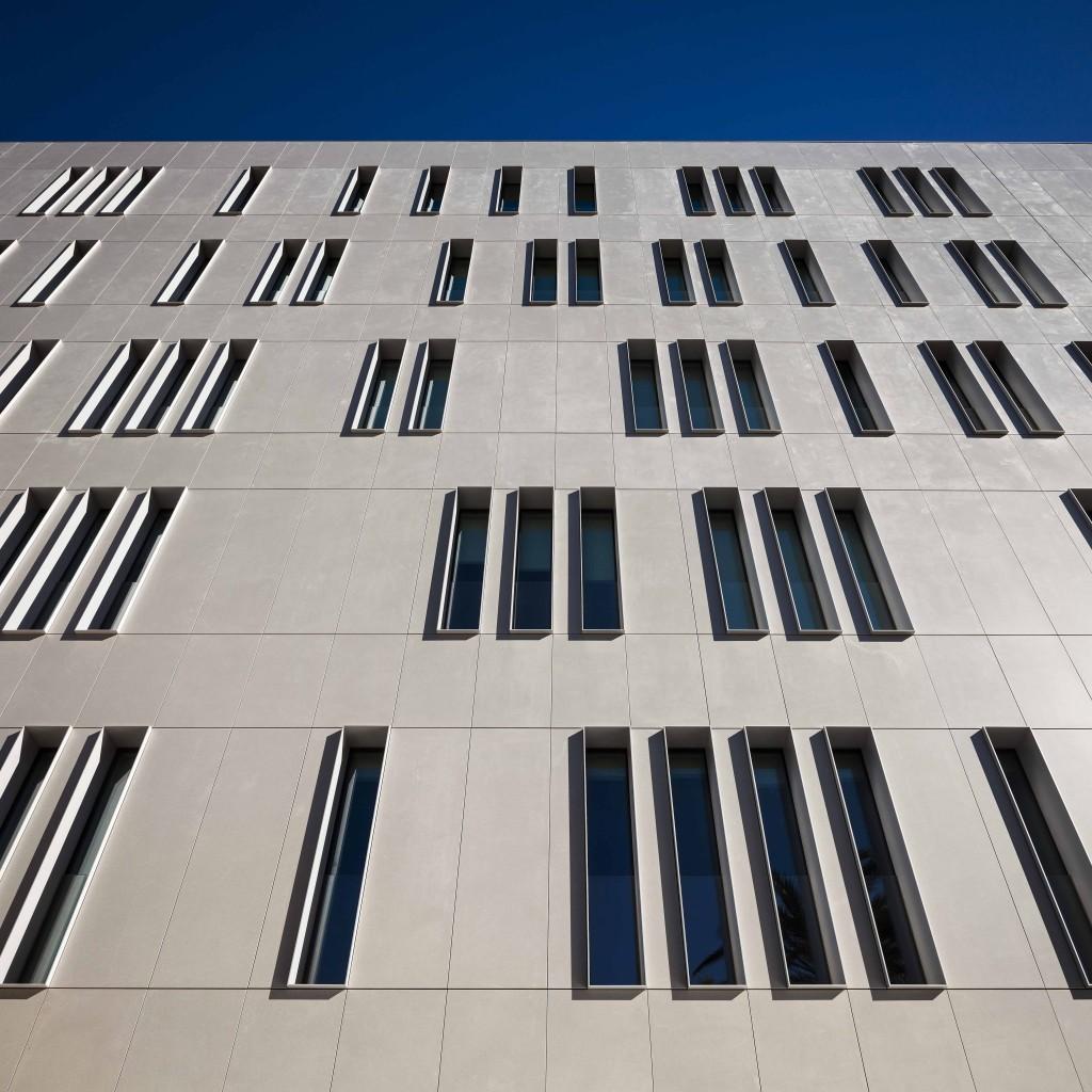 Cajamar HQ mit Dekton-Fassade
