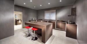 Dekton-Küche in der Farbe Kadum