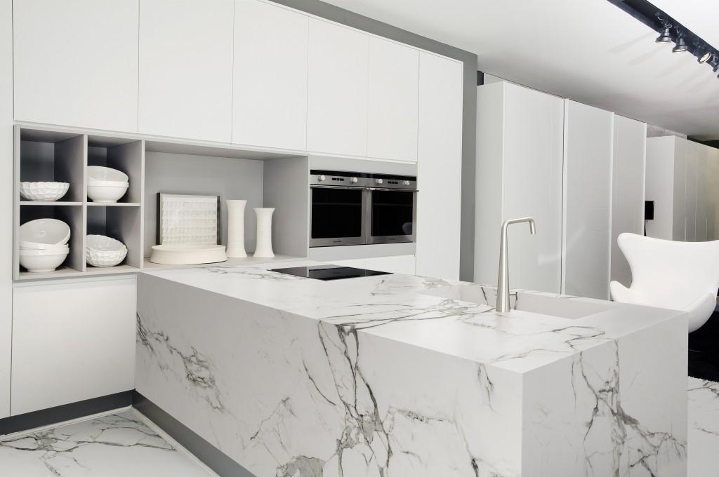 Küche in der Dekton-Farbe AURA