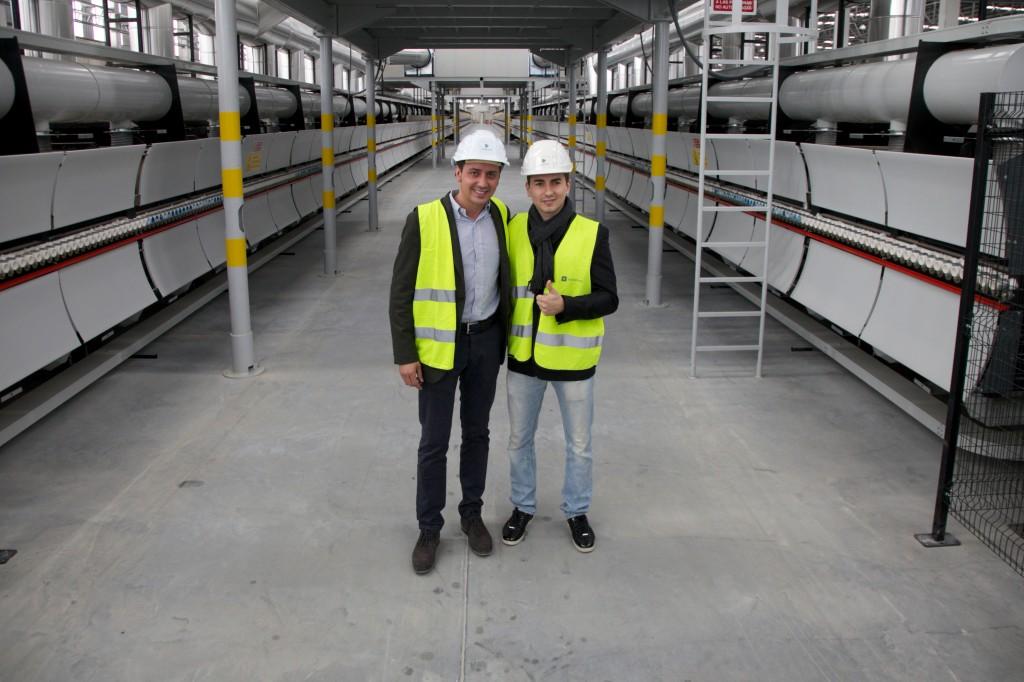 Jorge Lorenzo und Eduardo Martinez-Cosentino in der Dekton Fabrik