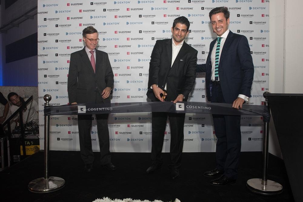 Fernando Carderera (Spanischer Botschafter in Israel), Itay Shimony (Area Manager Israel) und Eduardo Martínez-Cosentino Alfonso (Kaufmännischer Direktor Cosentino) bei der feierlichen Eröffnung